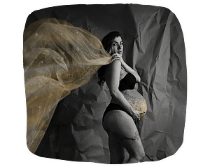 Black and white photo of pregnant woman.